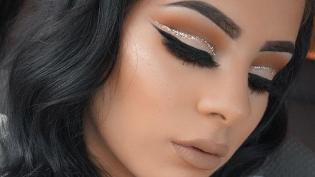 Glitter cut crease