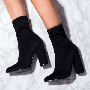 Sock Boots nere