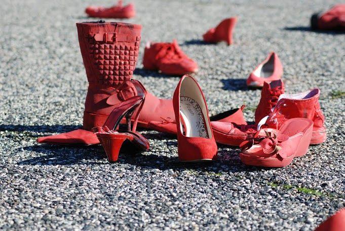 Scarpe rosse simbolo della lotta contro la violenza sulle donne