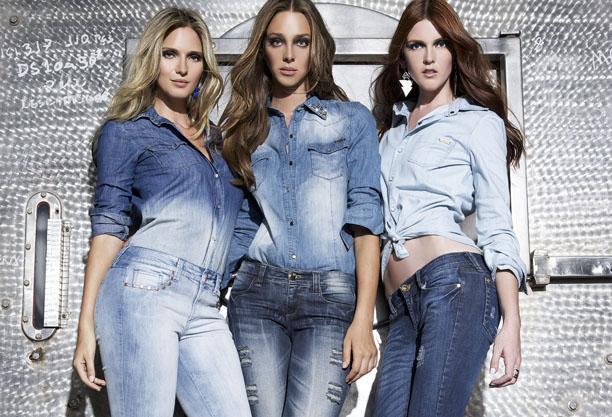 tre ragazze total look jeans