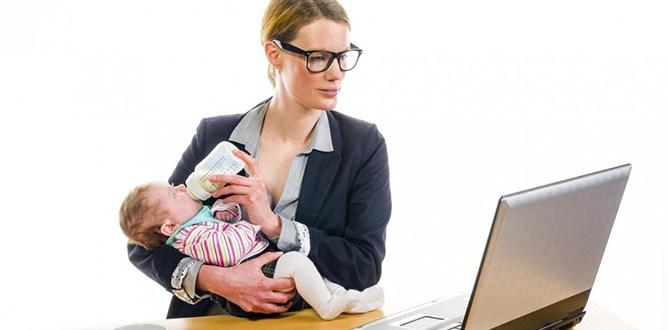 Madri lavoratrice con bambino