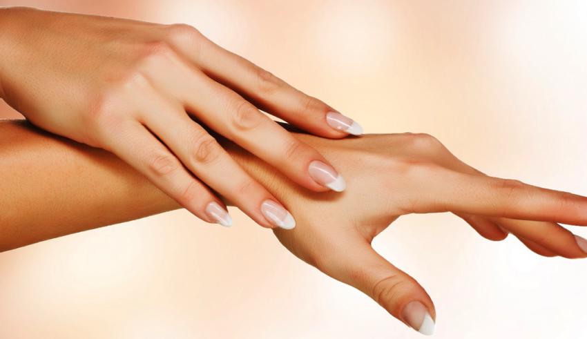 Mani senza età: cure e rimedi per farle restare giovani il più a lungo possibile