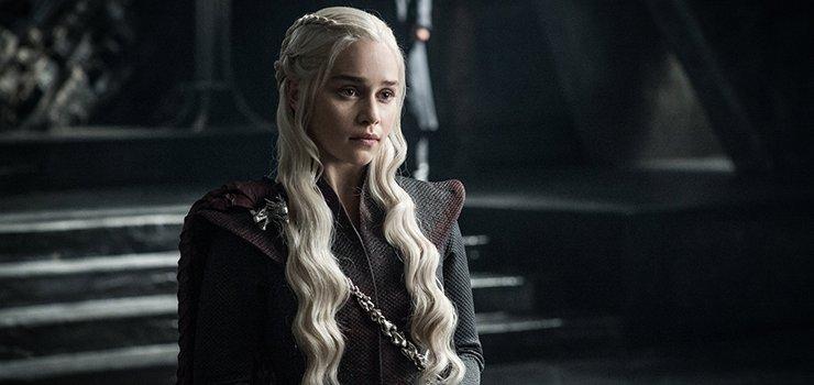 Emilia Clarke: una diva sexy nel Trono di Spade