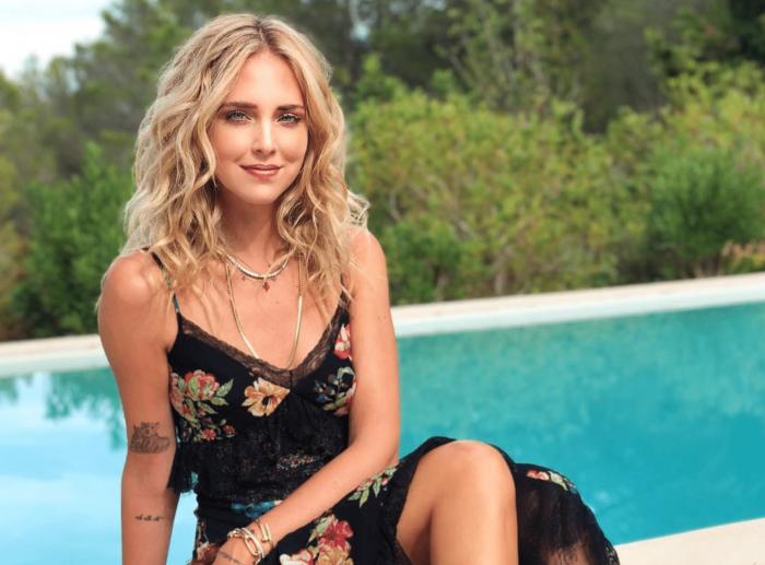 Chiara Ferragni a bordo piscina