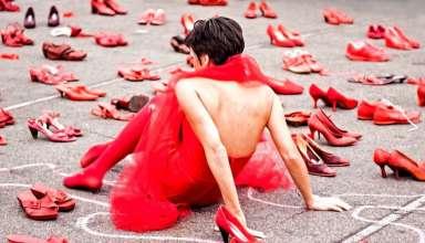 Scarpe rosse: da simbolo di femminilità a segno di violenza