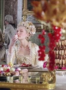Kirsten Dunst in Marie Antoinette allo specchio