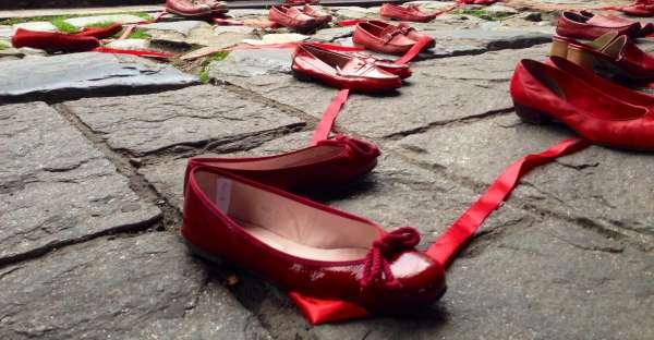 Gocce di veleno: una denuncia sulla violenza sulle donne