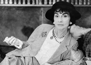 Coco Chanel con tailleurs