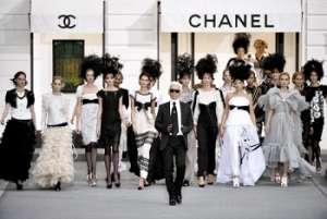 Maison Chanel Foto con Carl Largefeld