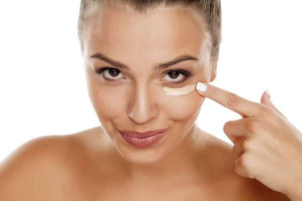 """Ecco i cosmetici ad hoc consigliati da """"ModApp"""" per ottenere uno sguardo più riposato"""