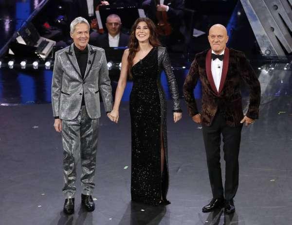 La quarta serata del Festival di Sanremo 2019 porta sul palco dell'Ariston una pioggia di glitter e lustrini
