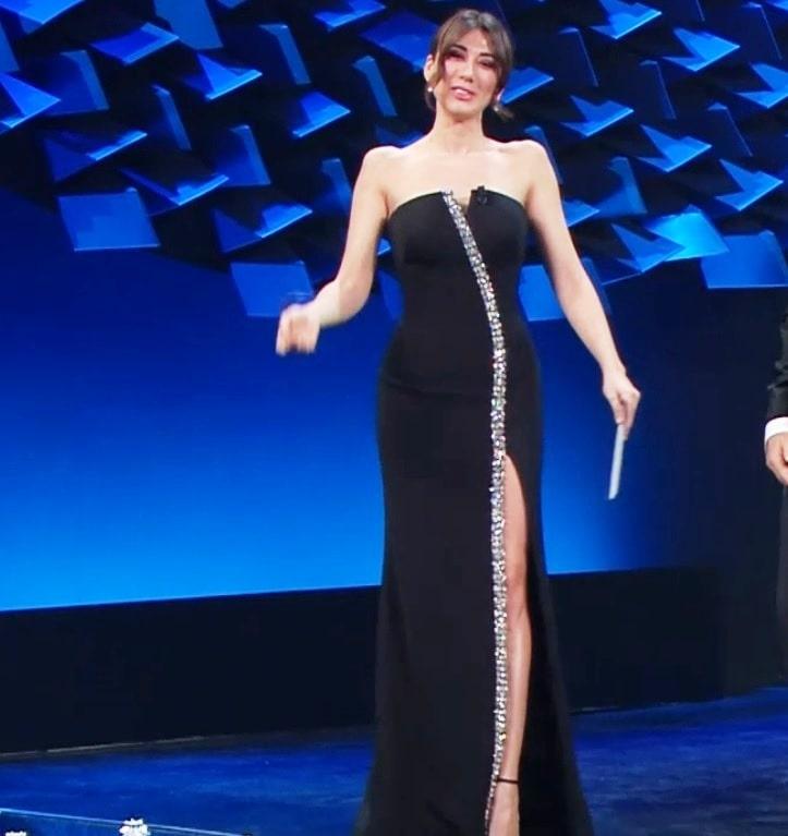 Virginia Raffaele vestito con spacco