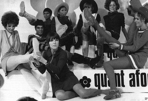 Minigonna: sinonimo di eleganza e femminilità