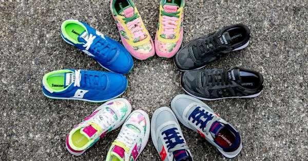 L'accessorio più amato: le sneakers battono le borse e mettono d'accordo uomini e donne