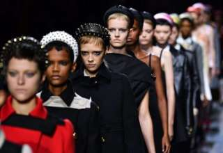 Miuccia Prada: il ritorno del cerchietto per capelli