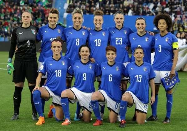 Ma chi sono le ragazze cresciute a pane e Buffon e Del Piero?