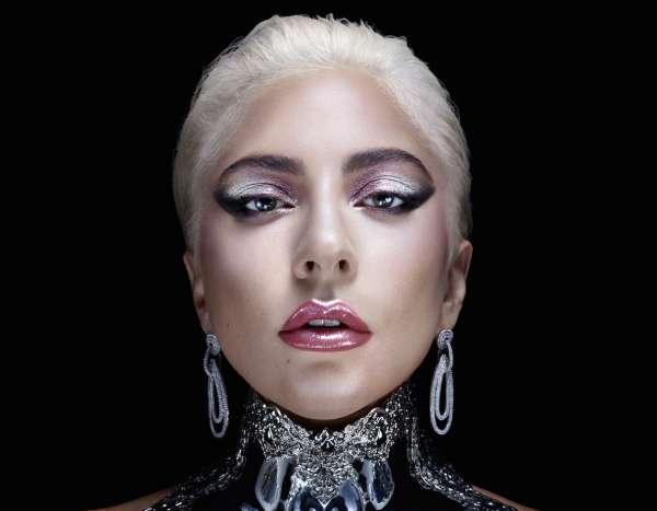 Per Lady Gaga, avere la possibilità di firmare la linea di makeup Haus Laboratories e di ispirarla, è stato un modo per comunicare al mondo femminile