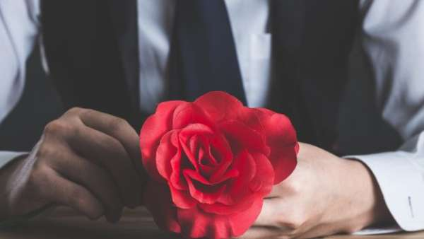 """Nelle truffe """"rosa"""" o """"romantiche"""" di romantico non c'è nulla"""