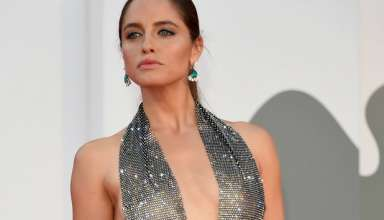 Matilde Gioli in nude look sul red carpet di Venezia