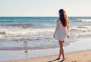 Come proteggere i capelli dal sole, cloro e salsedine